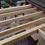 De nieuwe balklaag voor het dak